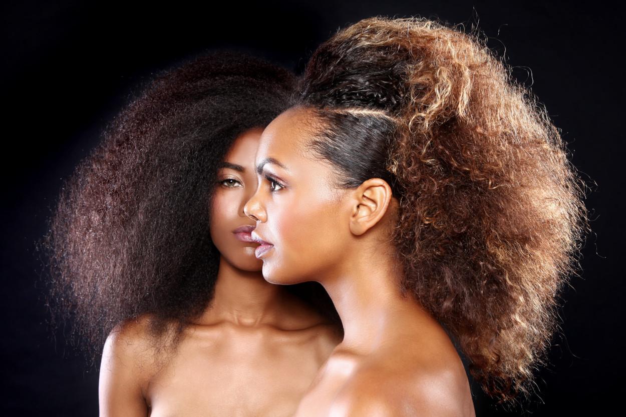 couverture zawema.com : femmes cheveux bouclés frisés crépus afro');